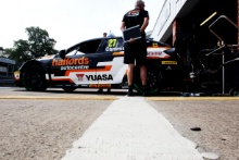 Dan Cammish (GBR)  Halfords Yuasa Team Dynamics Honda Civic  Grid Girl