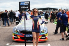 Andrew Jordan (GBR) WSR BMW Grid girl