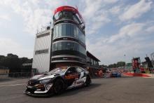Matt Neal (GBR) Halfords Yuasa Racing Honda Civic Type R