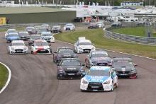 Start, Ashley Sutton (GBR) - Laser Tools Racing Infiniti Q50