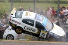 Matt Allison (GBR), Motorbase Performance, SEAT Toledo Cupra and Darren Turner (GBR), SEAT Sport UK, SEAT Leon crash