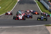 Start of Race 1 Johnathan Hoggard (GBR) Fortec Motorsports BRDC F3 leads