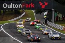 Start of Race 1 - Matt Topham / Darren Turner - Newbridge Motorsport Aston Martin Vantage AMR GT4 leads