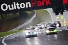 Start of Race 1 - Nick Jones / Scott Malvern - Team Parker Racing Porsche 911 GT3 R leads