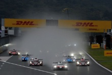 Start of the race, #8 Toyota Gazoo Racing Toyota TS050: Sebastien Buemi, Kazuki Nakajima, Fernando Alonso leads