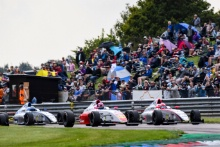 Start of Race 3, Oliver Gray (GBR) Fortec F4 leads