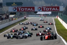 Start of Race 3 - Dilano Yan't Hoff (NLD) MP Motorsport leads