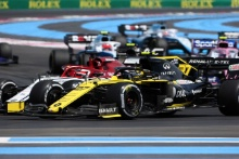 23.06.2019 - Race, Kimi Raikkonen (FIN) Alfa Romeo Racing C38 and Nico Hulkenberg (GER) Renault Sport F1 Team RS19