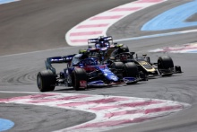 23.06.2019 - Race, Alexander Albon (THA) Scuderia Toro Rosso STR14 and Kevin Magnussen (DEN) Haas F1 Team VF-19