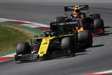 30.06.2019 - Race, Daniel Ricciardo (AUS) Renault Sport F1 Team RS19 leads Pierre Gasly (FRA) Red Bull Racing RB15